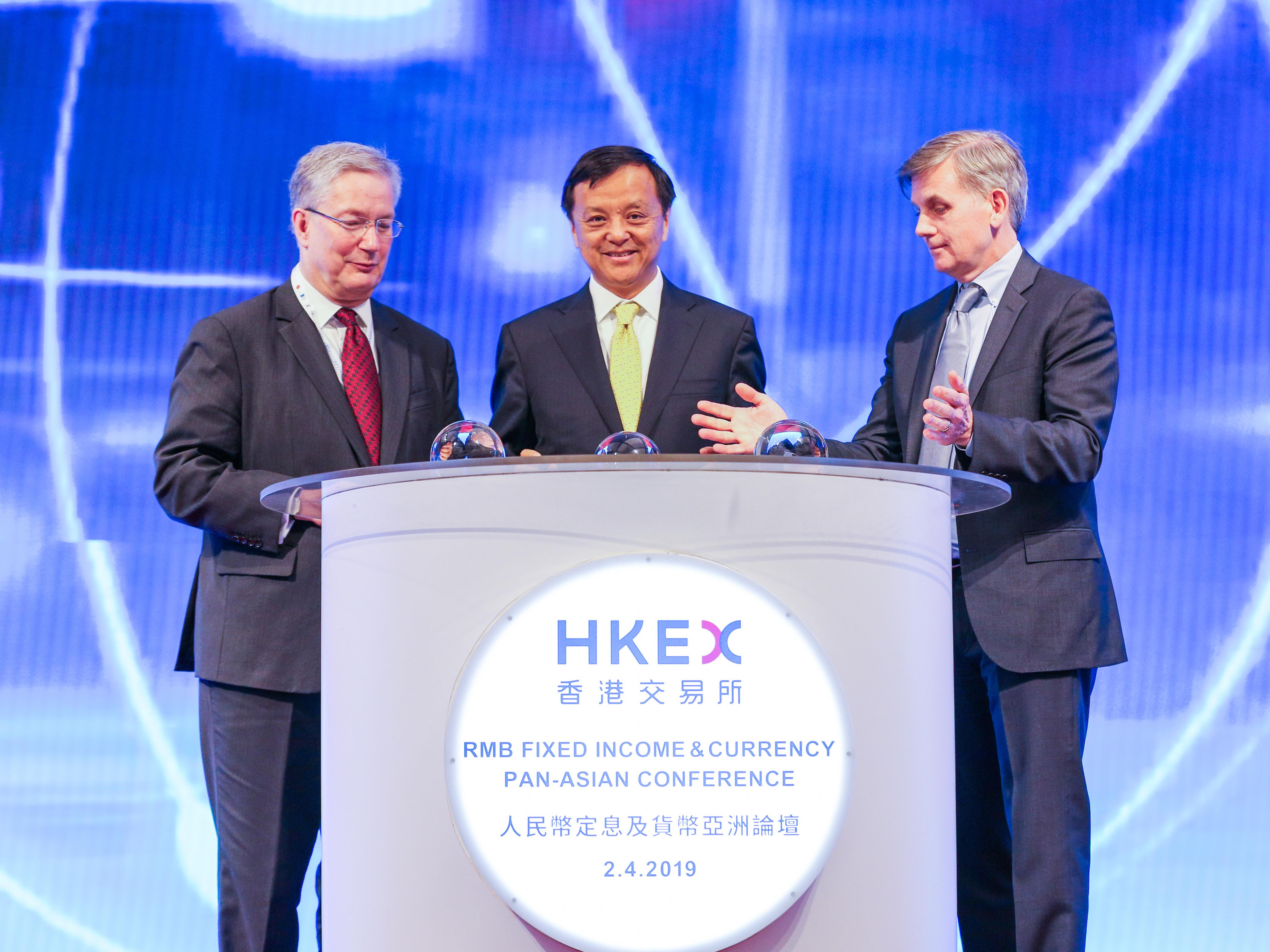 Martin Scheck, CEO of International Capital Market Association (left), Charles Li, HKEX Chief Executive (centre) and Chairman of External Relations at Bloomberg Kevin Sheekey (right) celebrated the inclusion of Chinese Bonds into Bloomberg's flagship index