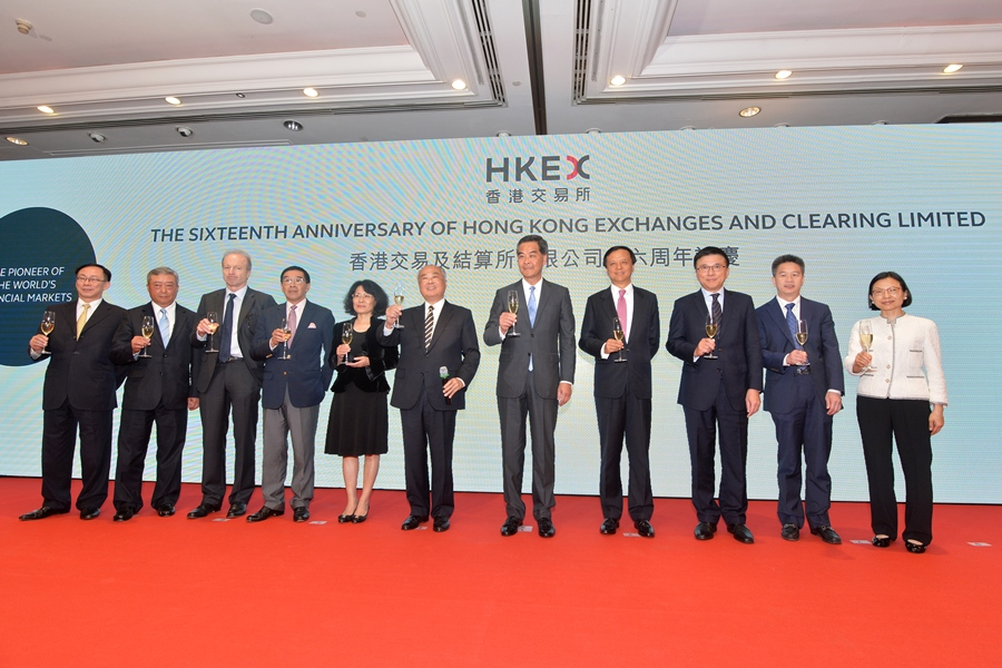The Board of Directors, joined by the Chief Executive of the HKSAR, CY Leung (fifth from right), celebrate the 16th anniversary of HKEX's listing.