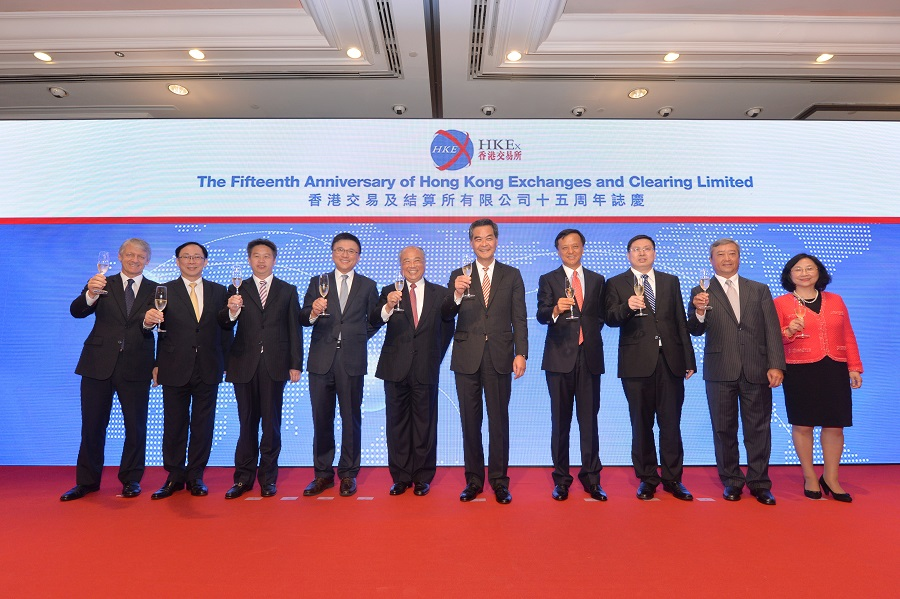 The Board of Directors, joined by the Chief Executive of the HKSAR, CY Leung (fifth from right), celebrate the 15th anniversary of HKEX's listing.